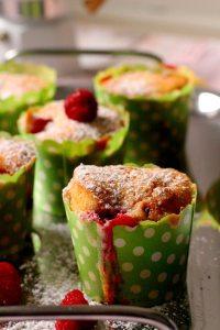Muffins sa belom cokoladom i malinama